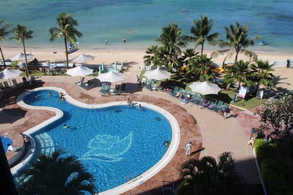 ホテルの前の海ではシュノーケリンググッズや海で遊ぶカヤックも無料で借りることができますので海も満喫できます。